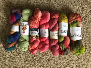 Selling: Many skeins of yarn to sell